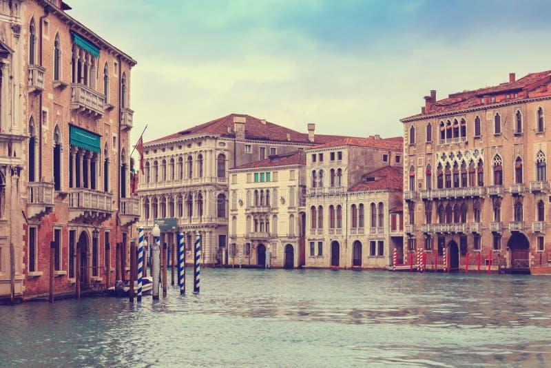 Sikt på historiska byggnaderna längs Grand Canal arkivfoto