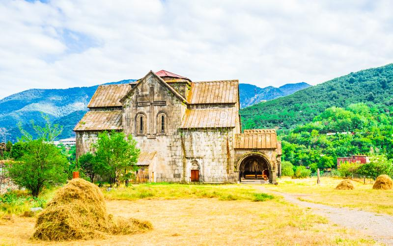 Sikt på kloster av Akhtala i fästningen Prnjak Akhtala - i klyftan av den Debed floden i den Lori regionen, Armenien arkivfoto