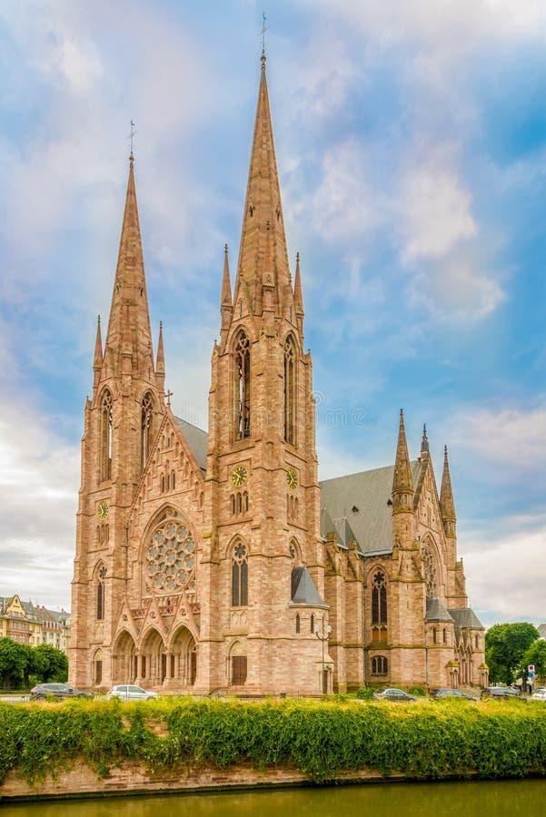 Sikt på kyrkan av Saint Paul i Strasbourg - Frankrike royaltyfria foton