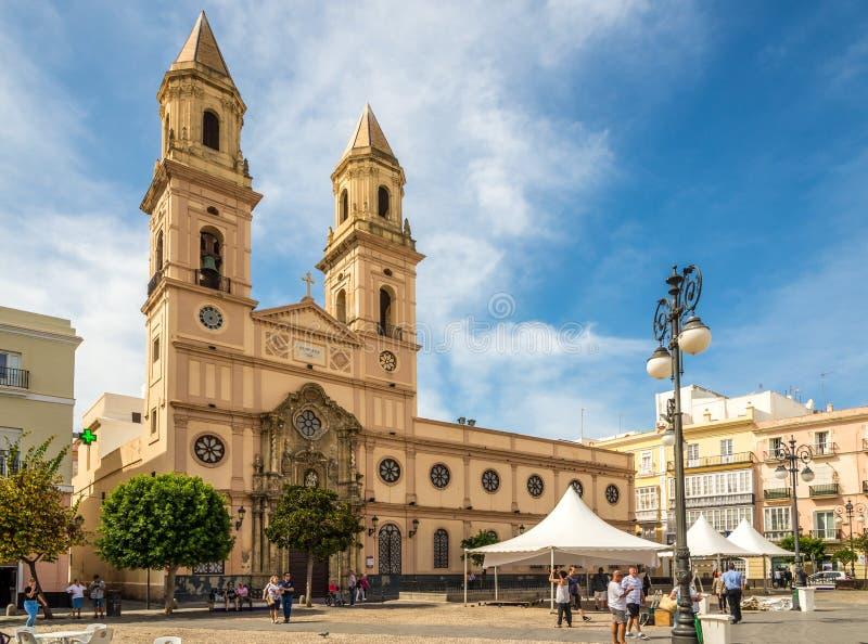 Sikt på kyrkan av San Antonio i Cadiz - Spanien arkivbild