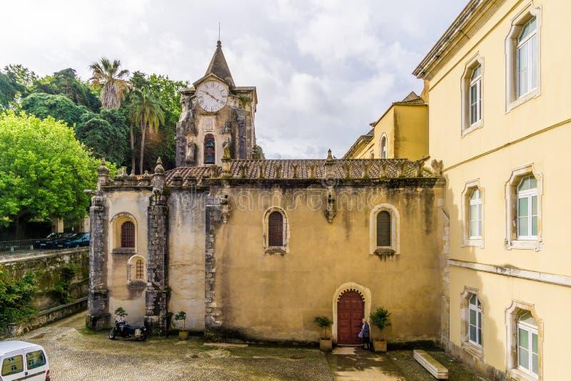 Sikt på kyrkan av vår dam Populace i Caldas de Rainha - Portugal royaltyfri fotografi