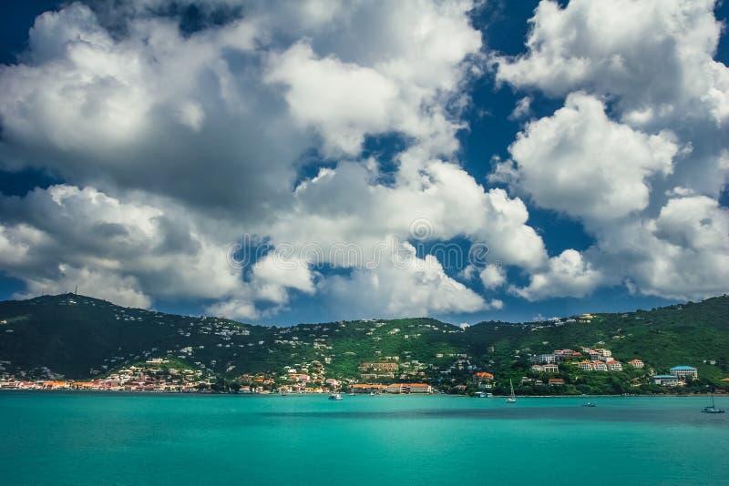 Sikt på lagun/porten Charlotte Amalie i St Thomas arkivbilder