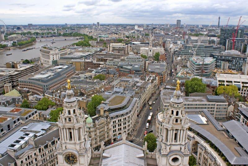 Sikt på London uppifrån arkivbild