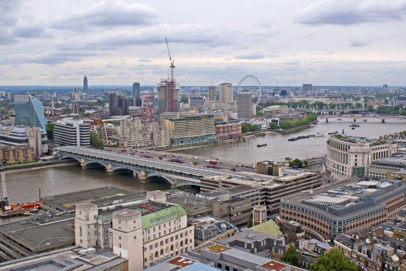 Sikt på London uppifrån royaltyfria foton