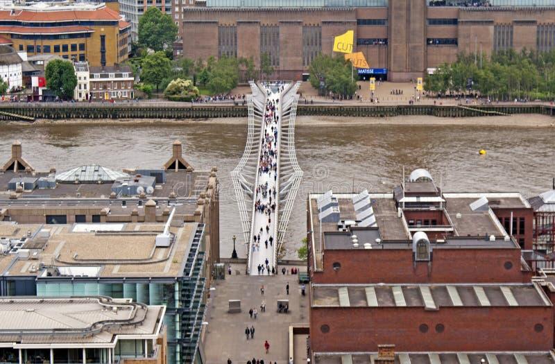 Sikt på milleniumbron, London royaltyfri bild
