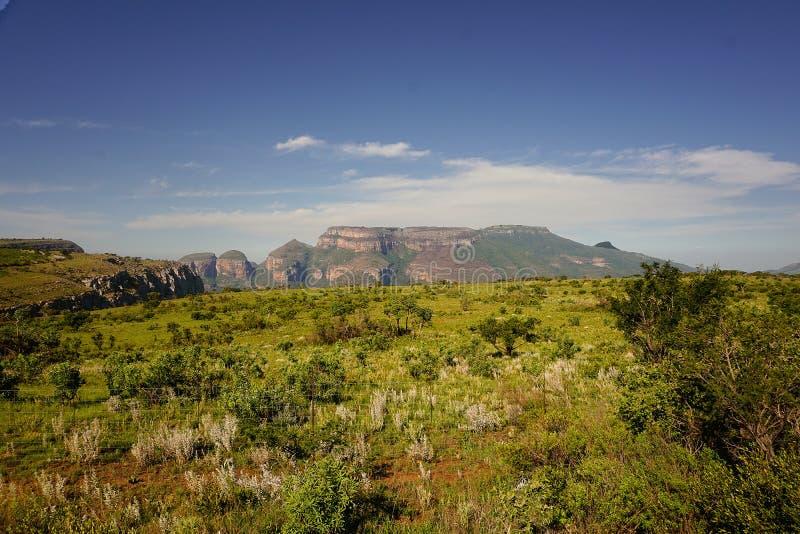 Sikt på panoramavägen i det near av synvinkeln för fönster för gud` s Mpumalanga regionlandskap, Sydafrika arkivbild