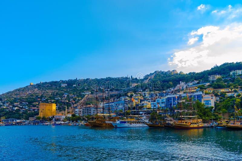 Sikt på port i Alanya royaltyfria foton