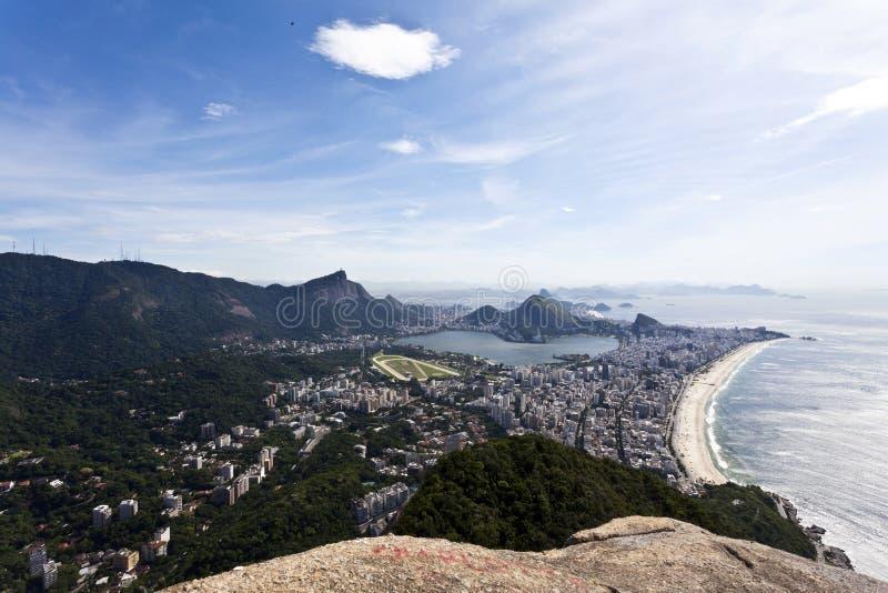 Sikt på Rio de Janeiro från det Dois Irmaos berget - Brasilien - Sydamerika fotografering för bildbyråer