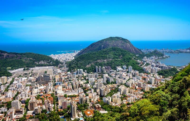 Sikt på Rodrigo de Freitas Lagoon och Zona Sul, Rio de Janeiro, royaltyfria foton