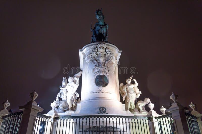 Sikt på statyn av konungen Joze I i aftonbelysning, Lissabon, Portugal royaltyfri bild