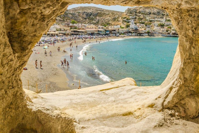 Sikt på stranden Matala, Kreta arkivbild