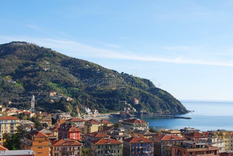 Sikt på taklandskap av Bonassola, by nära Cinque Terre, Liguria Italien arkivbild