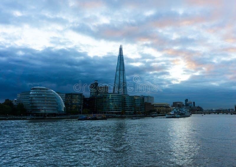 Sikt på Themsen royaltyfria bilder