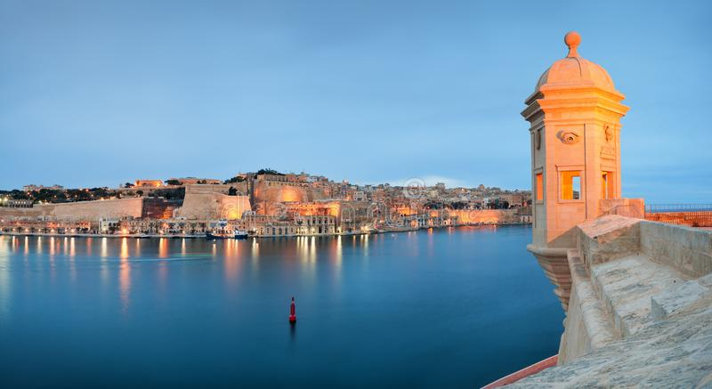 Sikt på Valletta från Senglea royaltyfria foton