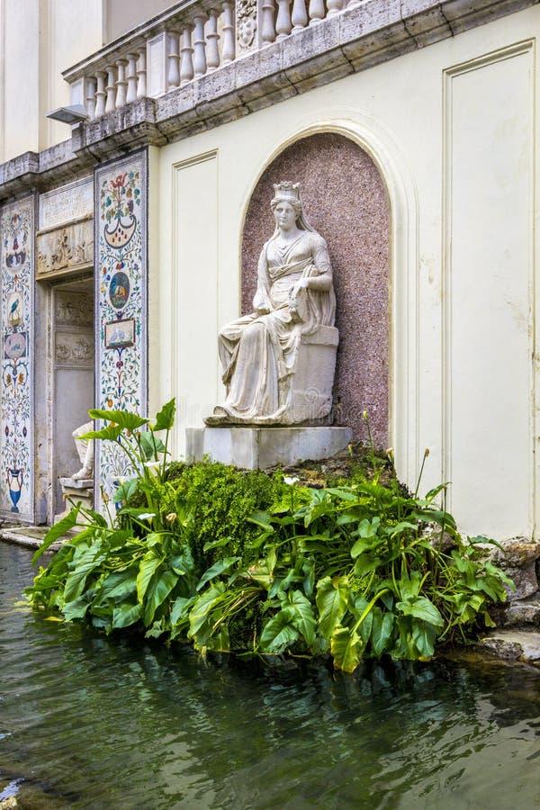Sikt på Vaticanenträdgårdbeståndsdelar av den Pius för fasadloggiakasino droppen, Rome, Italien royaltyfri fotografi