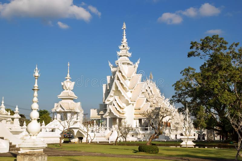 Sikt på Wat Rong Khun i Chiang Rai, Thailand royaltyfri fotografi