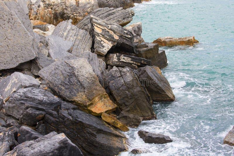 Sikt p? Byron Grotto i fj?rden av poeter, Portovenere, italienare Riviera, Italien royaltyfri fotografi