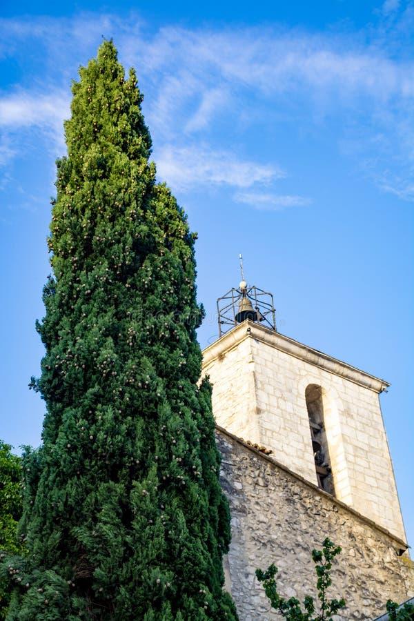 Sikt p? traditionella och medeltida hus i Provence, s?der av Frankrike, semester och turist- destination royaltyfria foton