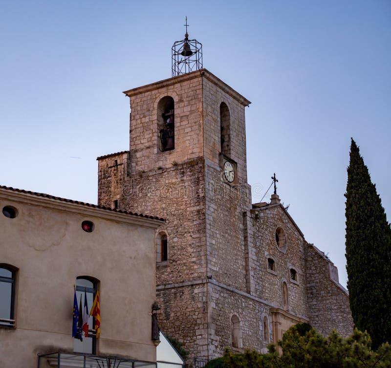 Sikt p? traditionella och medeltida hus i Provence, s?der av Frankrike, semester och turist- destination royaltyfri fotografi