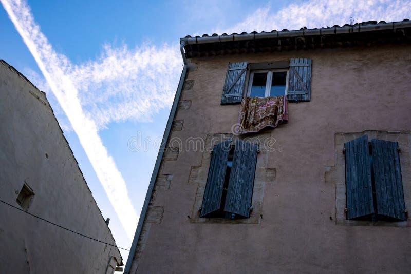 Sikt p? traditionella och medeltida hus i Provence, s?der av Frankrike, semester och turist- destination arkivfoto