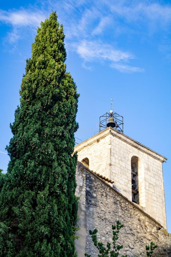 Sikt p? traditionella och medeltida hus i Provence, s?der av Frankrike, semester och turist- destination royaltyfria bilder