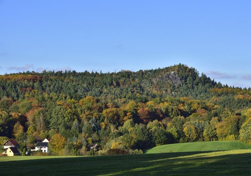 Sikt till baerenstein i saxonen Schweiz royaltyfria foton