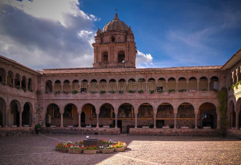 Sikt till Coricancha, berömd tempel i Inca Empire, Cuzco, Peru fotografering för bildbyråer