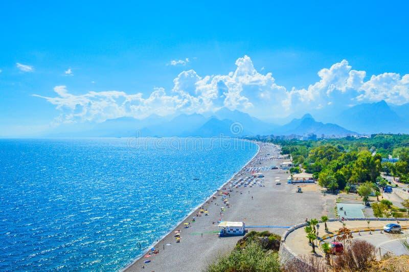 Sikt till den Antalya och Konakli stranden arkivfoto