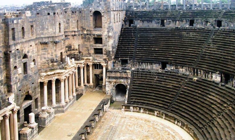 Sikt till den Bosra amfiteatern på Syrien royaltyfria foton