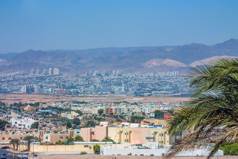 Sikt till den Eilat staden från Aqaba royaltyfri foto