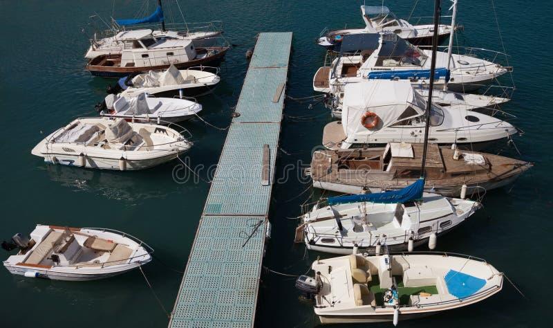 Sikt till den Giovinazzo havskusten arkivfoton