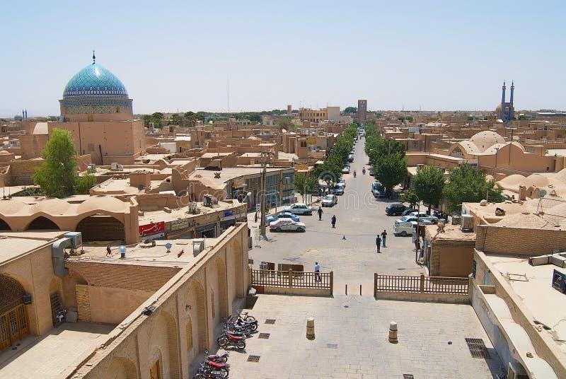 Sikt till den historiska delen av staden från minaret av den Jameh moskén i Yazd, Iran arkivbild