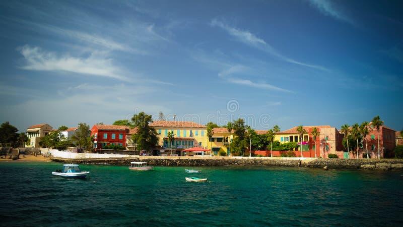Sikt till den historiska staden på den Goree ön, Senegal royaltyfria bilder