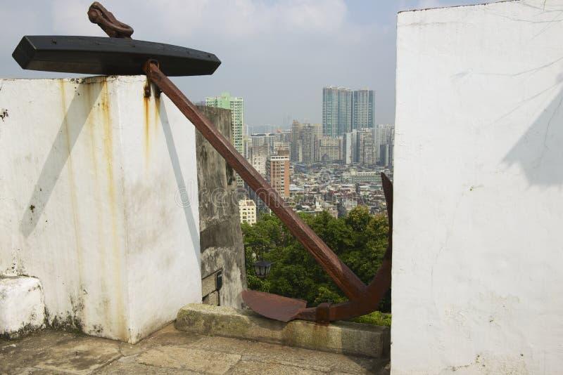 Sikt till den Macao stadshorisonten från fästningen av vår dam av monteringen av St Paul i Macao, Kina royaltyfri foto