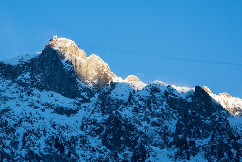 Sikt till det Brevent bergområdet av Chamonix arkivbilder