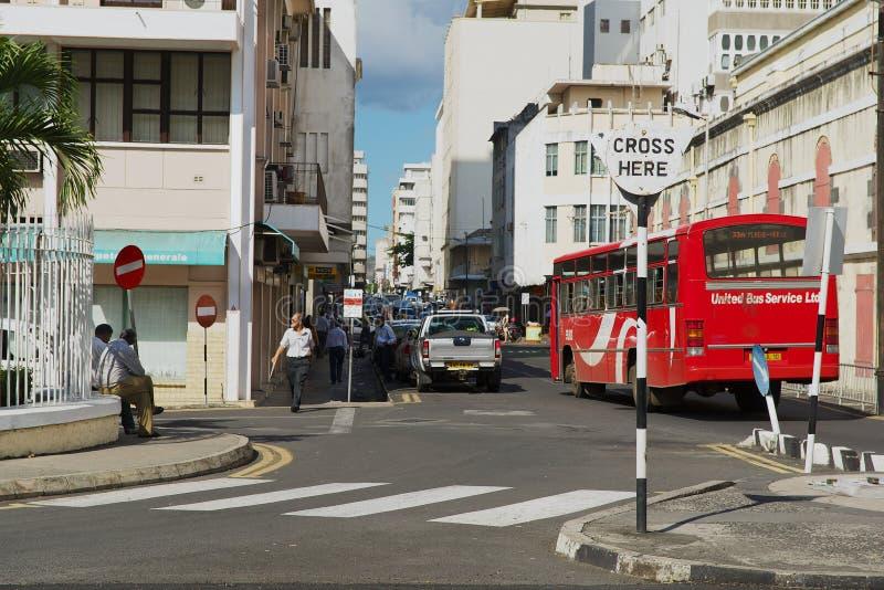 Sikt till gatan med övergångsstället i i stadens centrum Port Louis, Mauritius arkivbild