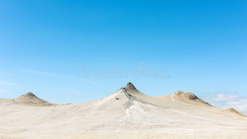 Sikt till gyttjavolcanoes royaltyfri bild
