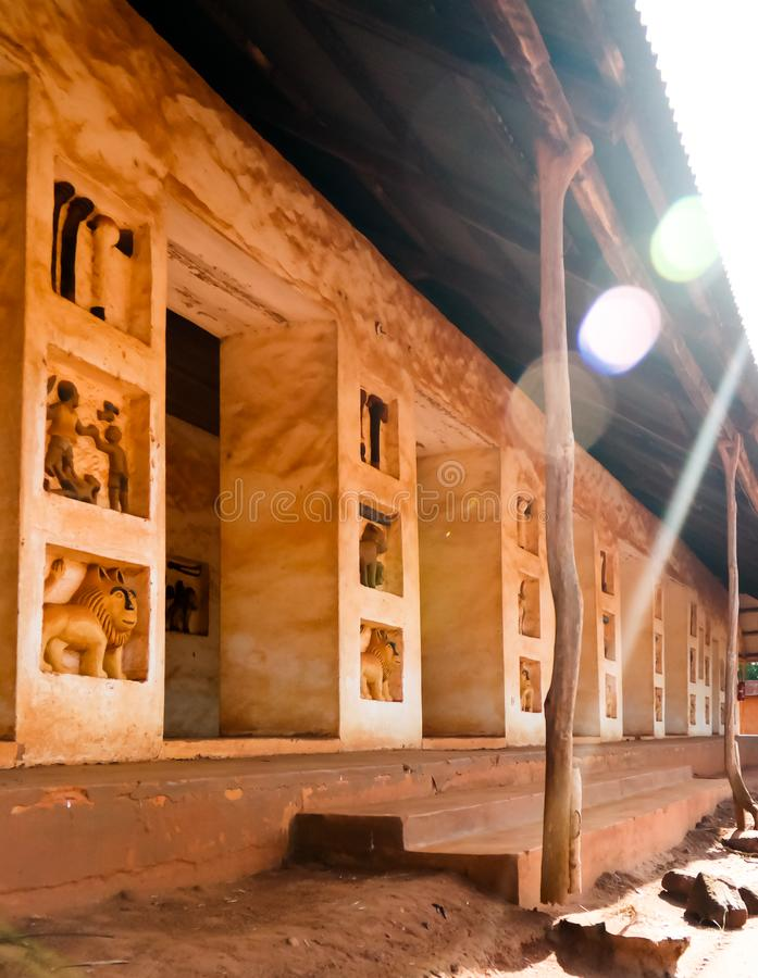 Sikt till kungliga slottar av Abomey, Benin royaltyfria foton