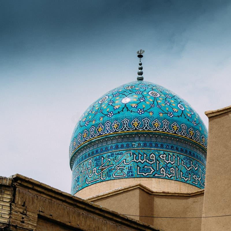 Sikt till kupolen av den Jameh moskén i Yazd, Iran royaltyfria bilder