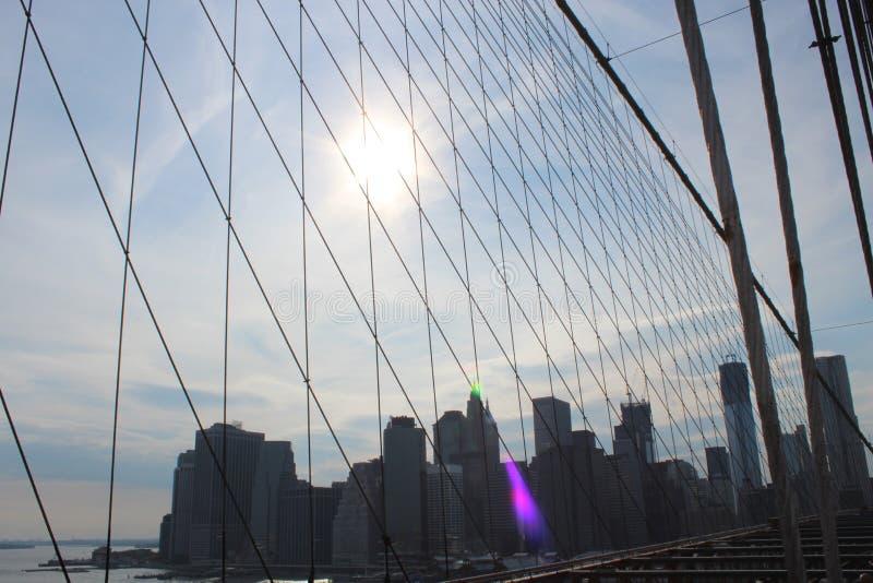 Sikt till Manhattan från den Brooklyn bron arkivfoto