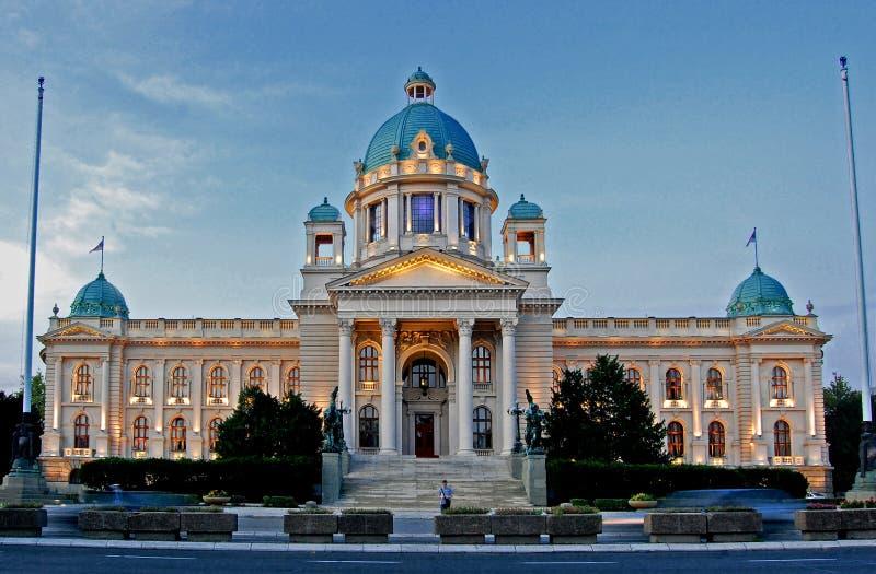 Sikt till parlamentet av republiken av Serbien i Belgrade fotografering för bildbyråer