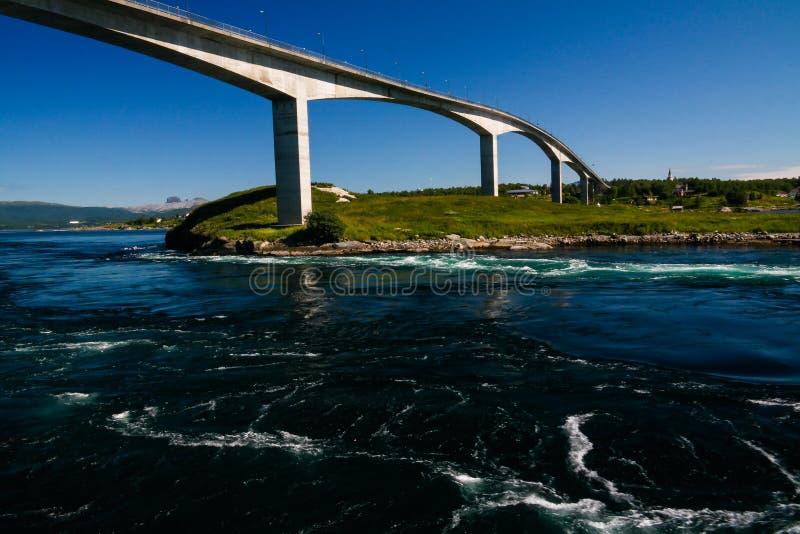 Sikt till Saltstraumen bubbelpooler, Norge arkivbilder