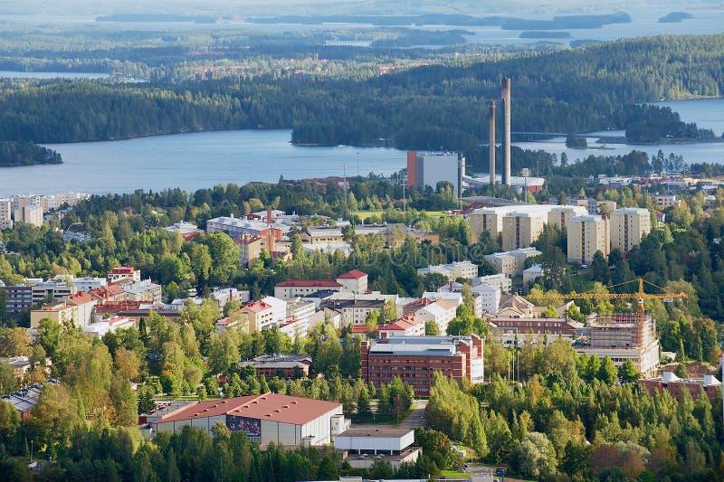 Sikt till staden från det Puijo tornet i Kuopio, Finland royaltyfri foto