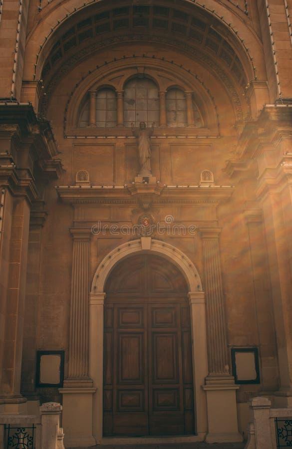 Sikt till Stella Maris Church i Sliema arkivbild