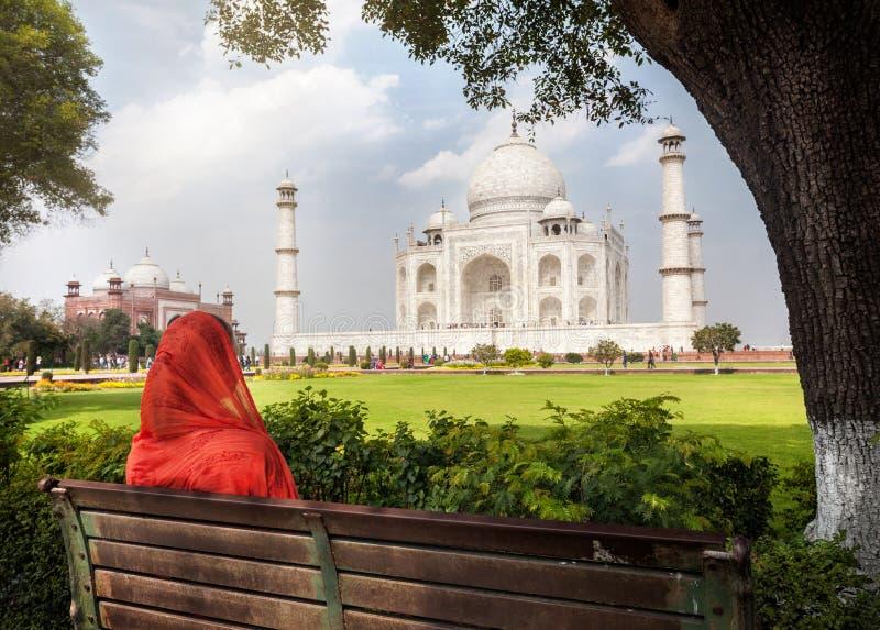 Sikt till Taj Mahal arkivfoton
