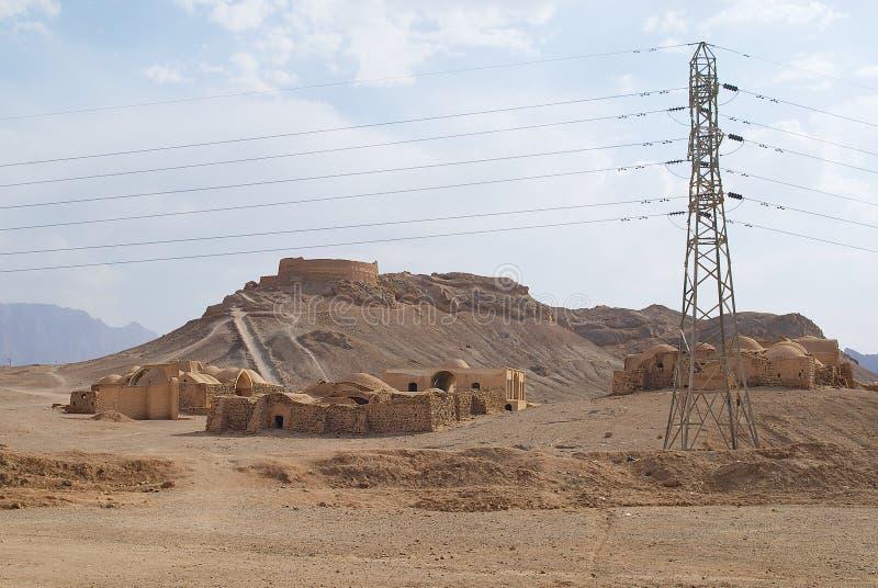 Sikt till Zoroastriantornet av tystnad i Yazd, Iran arkivfoton