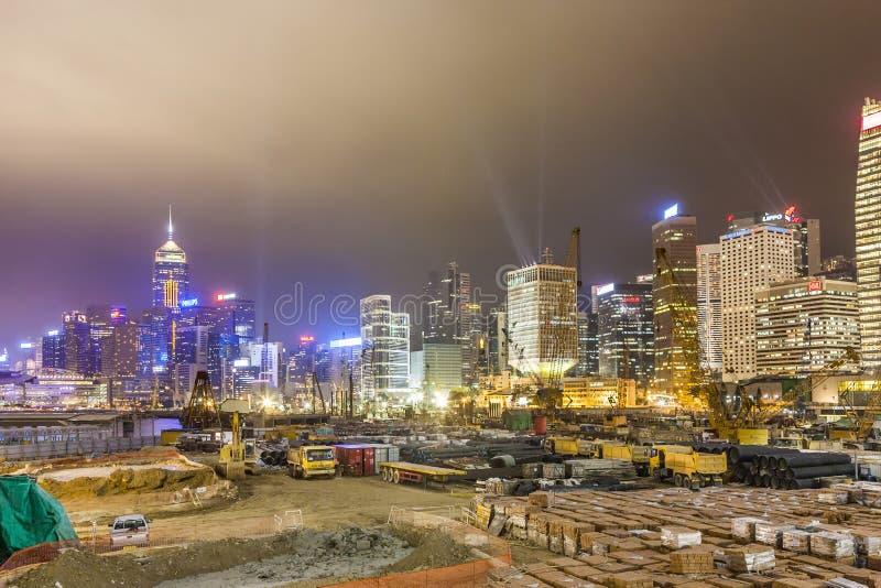 Sikt under Hong Kong Harbor Laser Show till horisont av Victoria a arkivbilder
