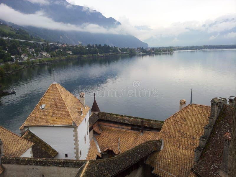 Sikt uppifrån av den Chillon slotten på sjön geneva, Schweiz arkivfoto