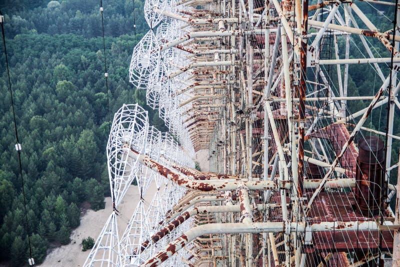 Sikt uppifrån av overhorizonantennsamlingen DUGA i den Tjernobyl zonen arkivfoton