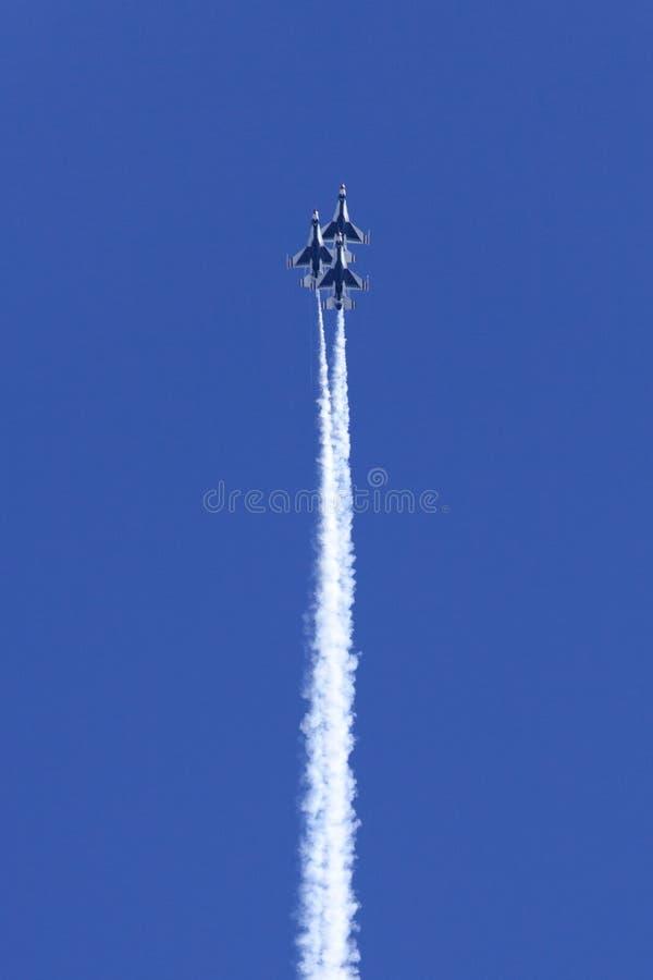 sikta höga thunderbirds för flygvapen oss arkivbild